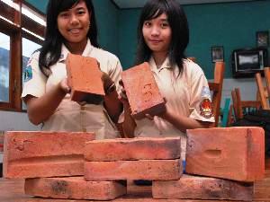 Karet Konstuksi - Gada Bina Usaha 081233069330 - Batu Bata Anti Gempa Buatan Anak SMA Indonesia Raih Emas Di Olimpade Internasional