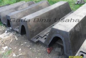 Rubber Fender V H500 L 2000
